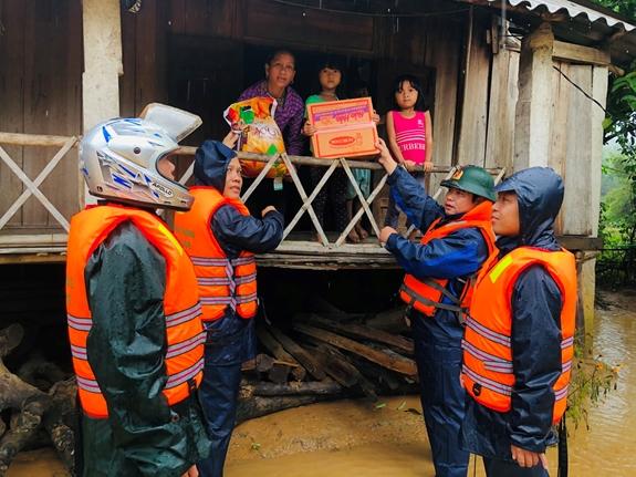 Thủ tướng quyết định xuất cấp 4.000 tấn gạo hỗ trợ đồng bào lũ lụt miền Trung - Ảnh 1.