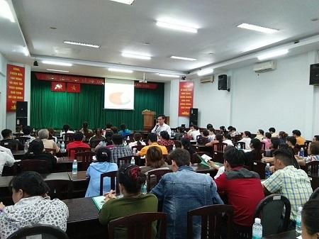 Thành phố Hồ Chí Minh:  Tập huấn kiến thức an toàn thực phẩm cho người sản xuất, chế biến tại các cơ sở bếp ăn tập thể, chế biến suất ăn sẵn  - Ảnh 1.