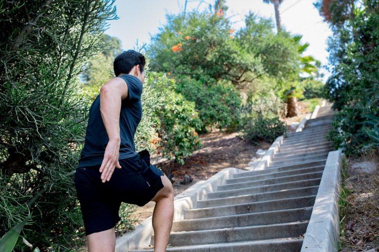 Tập thể dục cường độ cao có thể khiến hệ thống miễn dịch bị suy yếu - Ảnh 2.