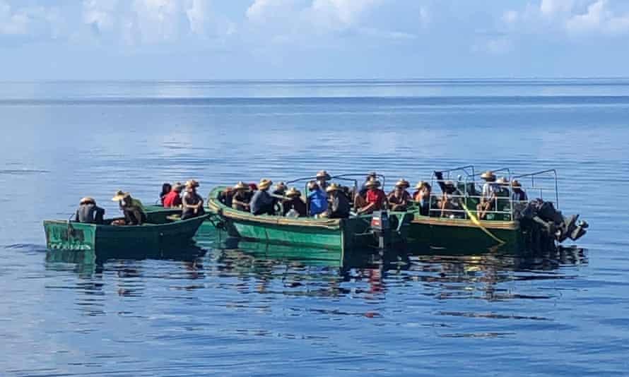 Đảo quốc nhỏ bé tóm gọn tàu cá TQ: Đòi bỏ tù 2 thuyền trưởng, án phạt gần 10 triệu USD - Ảnh 1.
