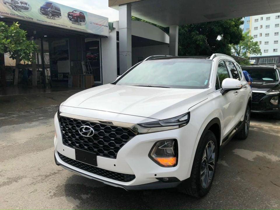 Hyundai Santa Fe đại hạ giá, giảm sốc 110 triệu đồng - Ảnh 1.