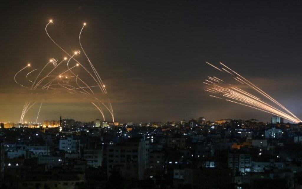 Chiến sự Israel-Palestine nóng: Khốc liệt và đẫm máu - Hình ảnh khủng khiếp từ hiện trường - Ảnh 6.