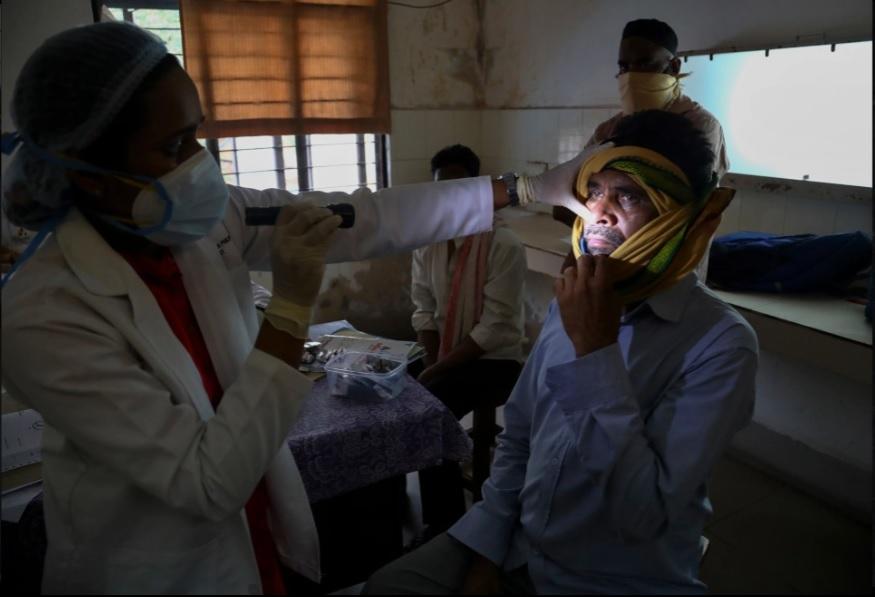 Lại thêm bệnh lạ tấn công người dân Ấn Độ: Bác sĩ nói lần đầu tiên thấy ở người - Ảnh 5.