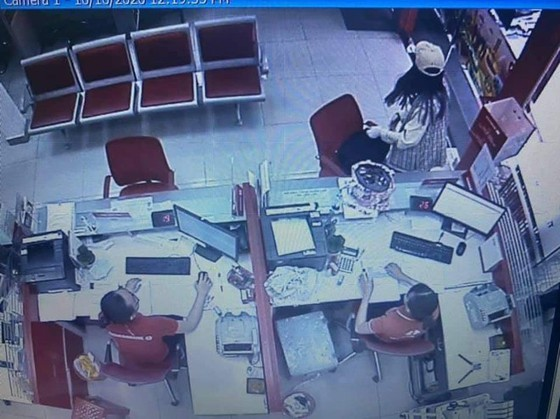 Phùng Thị Thắng - cô gái dọa nổ bom cướp chi nhánh Ngân hàng Techcombank ở Sài Gòn bị đề nghị truy tố - Ảnh 1.