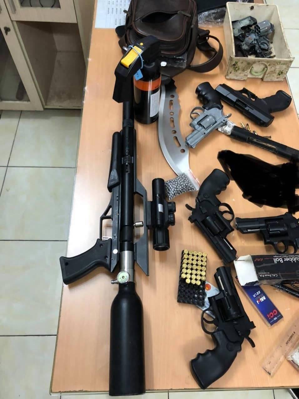 Phát hiện kho súng đạn, công cụ hỗ trợ… của nam thanh niên ở giữa trung tâm Sài Gòn - Ảnh 2.