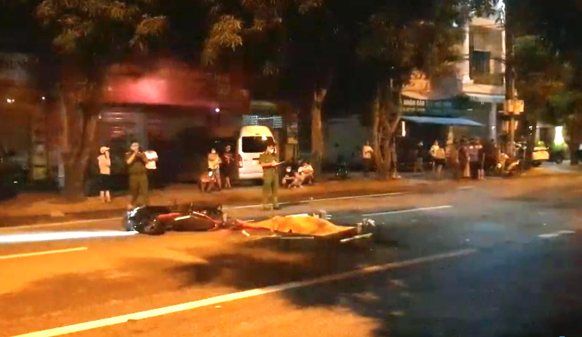 Nghệ An: Truy tìm xe ô tô bỏ trốn sau khi đâm nam thanh niên đi xe máy tử vong trong đêm mưa  - Ảnh 1.