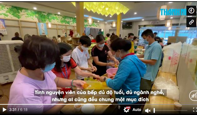 Góc ấm lòng ở Sài Gòn: Bà chủ chuỗi quán chay Mãn Tự mở 'chợ rau' 0 đồng lớn nhất Sài Gòn, mỗi ngày tặng 20 tấn rau & nấu 5-7 ngàn suất ăn - Ảnh 1.