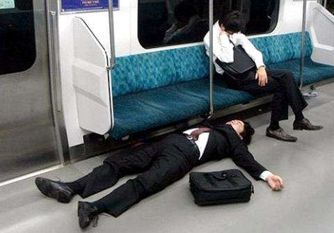 Nhật Bản - Thiên đường của những kẻ nát rượu: Thoải mái nhậu nhẹt, say nằm vật ra đường vì xã hội quá an toàn, tôn trọng không gian riêng tư tuyệt đối - Ảnh 3.