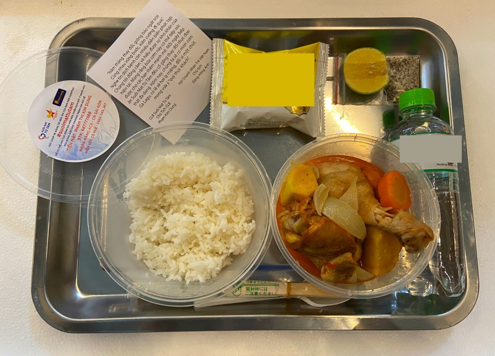 Căn bếp từ thiện có menu xịn xò mùa dịch của bà trùm Hoa hậu: Bún bò, thịt kho ruốc Huế và loạt món ngon ăn là mê! - Ảnh 7.