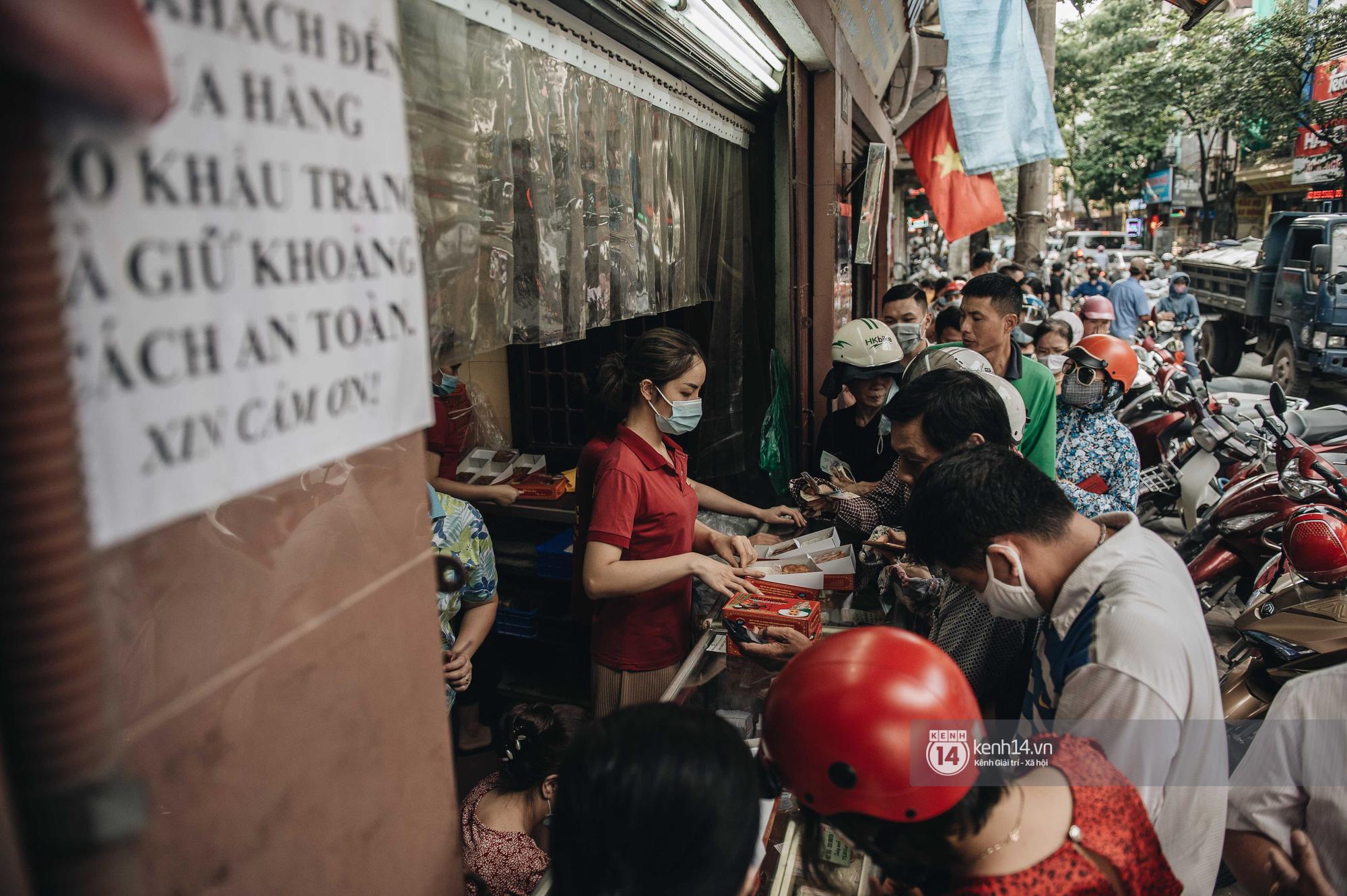 CEO tiệm bánh Trung thu Bảo Phương nức tiếng Hà Nội tiết lộ đơn hàng kín chỗ đến hết rằm, sắp đóng cửa treo biển hết bánh! - Ảnh 3.