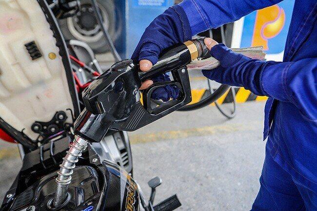 Giá dầu hôm nay 13/9: Giữ vững đà tăng khi nguồn cung vẫn bị thắt chặt - Ảnh 1.