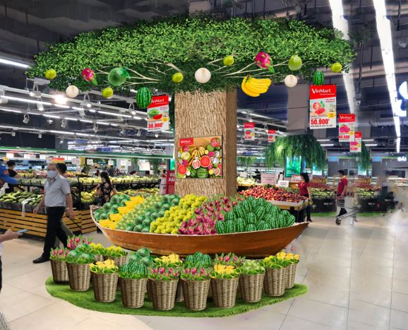 Tôn vinh hàng Việt, tại 20 siêu thị VinMart có không gian mua sắm lớn, nhóm sản phẩm nêu trên sẽ được trưng bày ở các khu vực riêng để khách hàng dễ dàng tìm hiểu và chọn lựa.