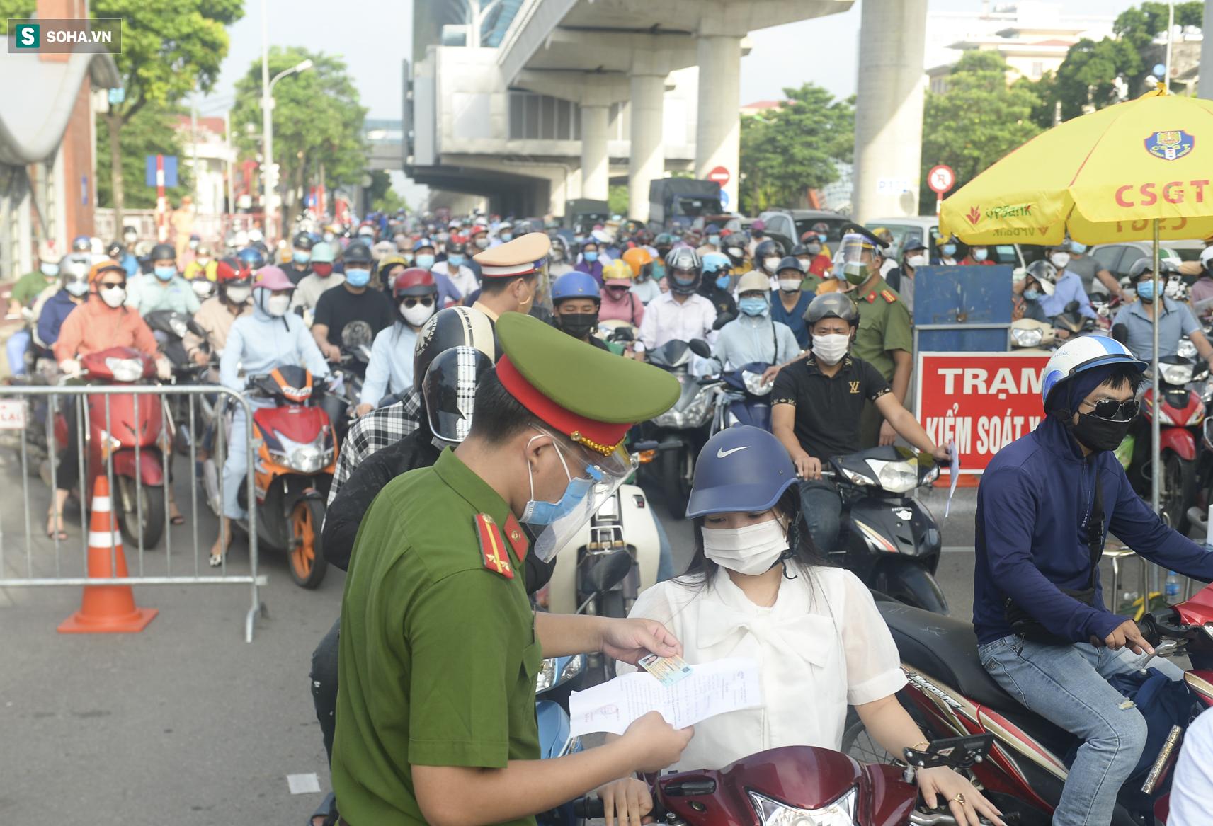 Hà Nội: Người dân muốn ra vào thành phố cần chuẩn bị những giấy tờ gì? - Ảnh 1.