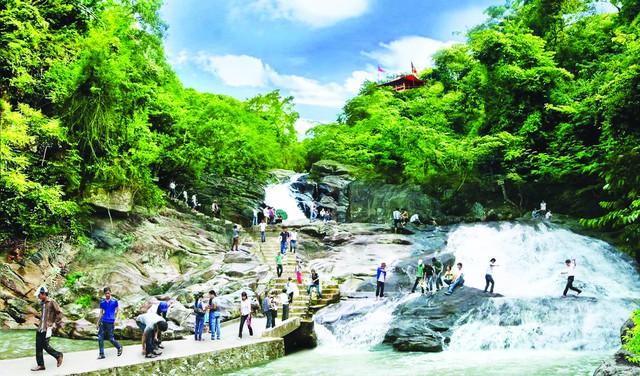 Khu du lịch sinh thái Suối Mỡ điểm đến lý tưởng của du khách - Ảnh 1.