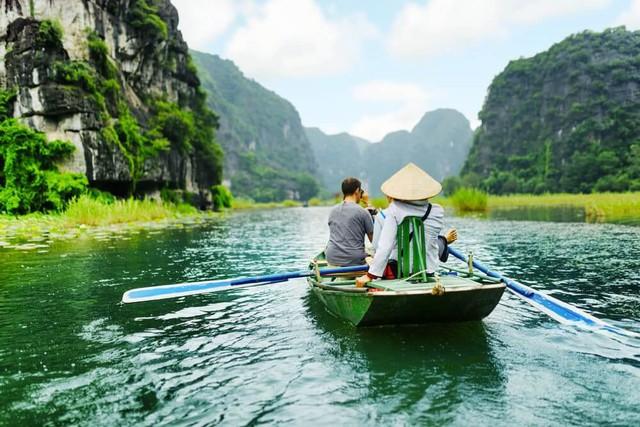 Ngành du lịch cần khẩn trương khôi phục lại từng bước an toàn, vững chắc - Ảnh 2.