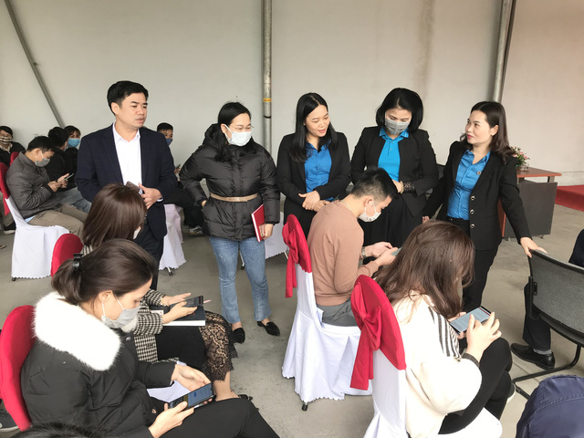 Thái Bình: Tổ chức thi trắc nghiệm tìm hiểu Nghị quyết Đại hội Đảng bộ tỉnh Thái Bình lần thứ XX trong công nhân lao động. - Ảnh 3.