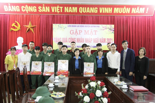 Liên đoàn Lao động huyện Quỳnh Phụ (Thái Bình) gặp mặt công nhân lao động nhập ngũ năm 2021. - Ảnh 1.