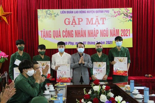Liên đoàn Lao động huyện Quỳnh Phụ (Thái Bình) gặp mặt công nhân lao động nhập ngũ năm 2021. - Ảnh 2.