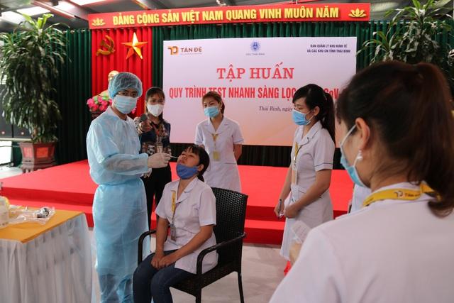 Thái Bình : Hơn 250 công nhân được xác định là F3, F2 của dịch Covid-19 được xét nghiệm sớm để trở lại làm việc. - Ảnh 2.