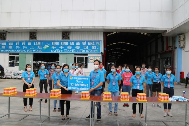 Thái Bình: Tặng Vitamin C cho 5.118 đoàn viên, người lao động - Ảnh 1.