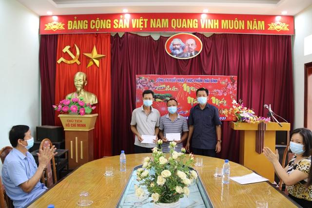 Thái Bình: Trao quà động viên công nhân lao động vượt khó hoàn thành tốt công việc - Ảnh 2.