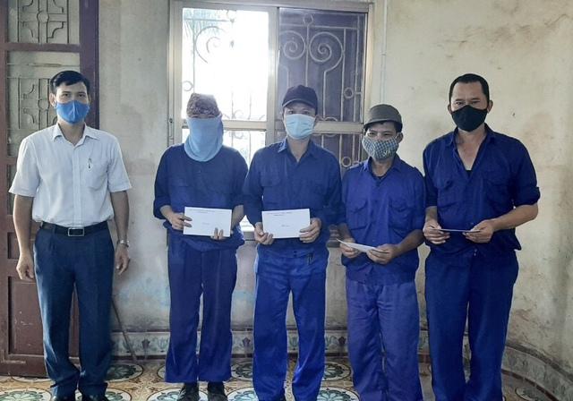 Thái Bình: Trao quà cho người lao động trong dịp Tháng công nhân - Ảnh 1.