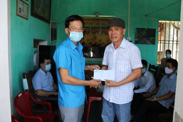 Thái Bình: Thăm, tặng quà hơn 50 đoàn viên mắc các bệnh hiểm nghèo, tai nạn lao động - Ảnh 1.