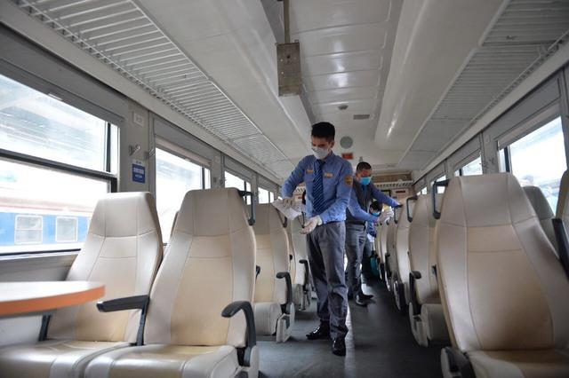 VNR: Doanh thu vận tải hành khách đường sắt sụt giảm mạnh - Ảnh 1.