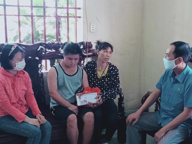 Thái Bình: Động viên con đoàn viên, công nhân lao động không tự phục vụ được bản thân - Ảnh 1.