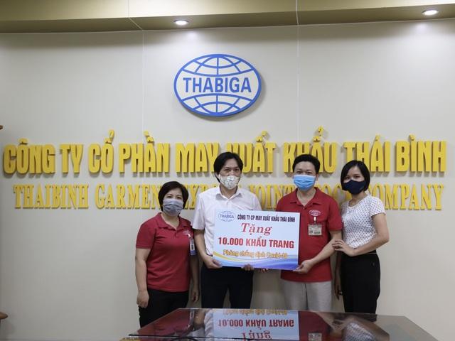 Thái Bình: Trao 10.000 khẩu trang cho CNLĐ tỉnh Bắc Giang - Ảnh 1.