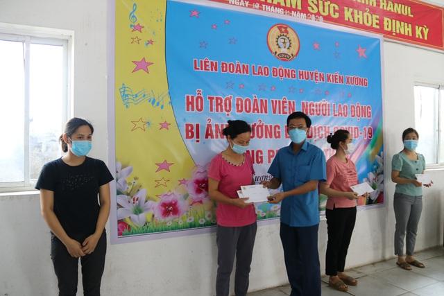 Thái Bình:  Hỗ trợ 112 đoàn viên, công nhân lao động bị ảnh hưởng của dịch Covid -19 - Ảnh 1.