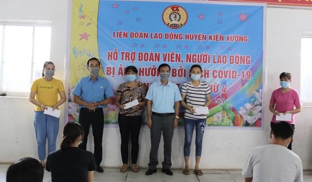 Thái Bình:  Hỗ trợ 112 đoàn viên, công nhân lao động bị ảnh hưởng của dịch Covid -19 - Ảnh 2.