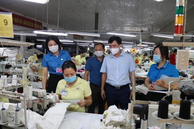 Thái Bình: Lãnh đạo LĐLĐ tỉnh kiểm tra công tác phòng, chống dịch ở một số doanh nghiệp - Ảnh 2.