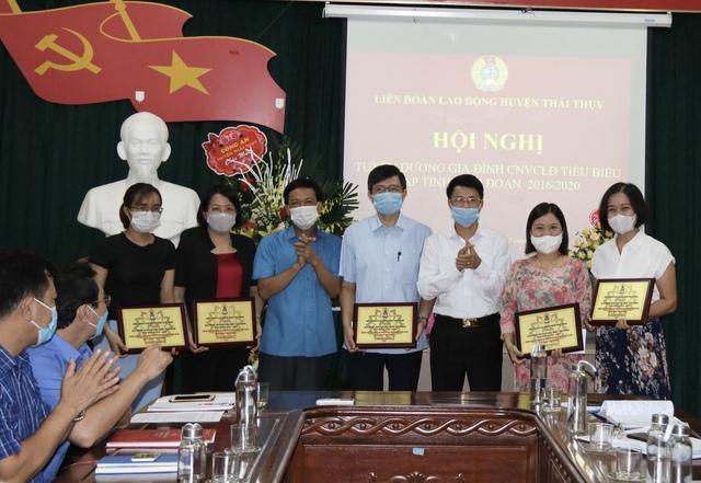 Thái Bình: Tập trung tuyên truyền phòng chống dịch và chăm lo cho đoàn viên, người lao động - Ảnh 1.
