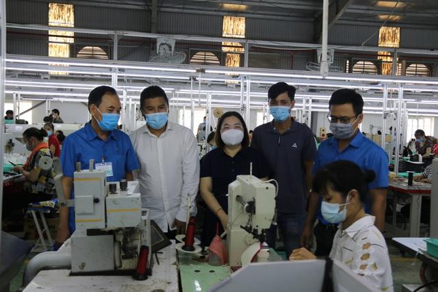 Thái Bình: Nâng cao biện pháp phòng, chống dịch Covid-19, đảm bảo an toàn cho sản xuất. - Ảnh 2.