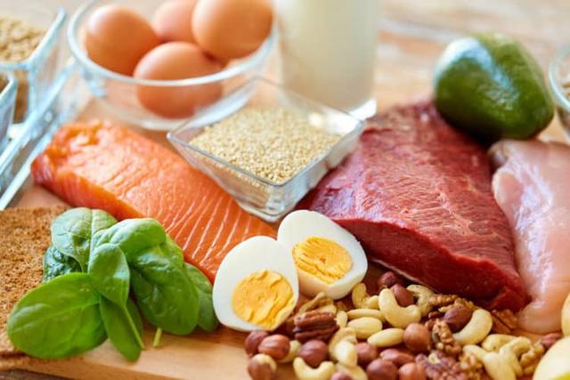 Bảo đảm an toàn thực phẩm, chế độ dinh dưỡng cho người tham gia phòng, chống COVID-19 - Ảnh 2.