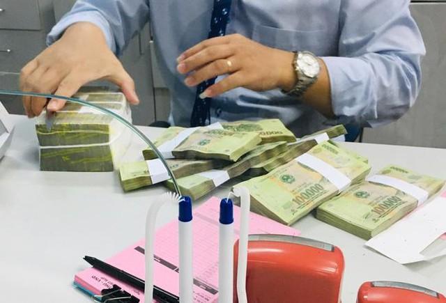 Lãi suất liên ngân hàng chạm đáy 4 tháng - Ảnh 1.