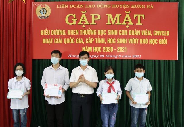 Thái Bình: Biểu dương, khen thưởng  con đoàn viên, công nhân lao động - Ảnh 1.