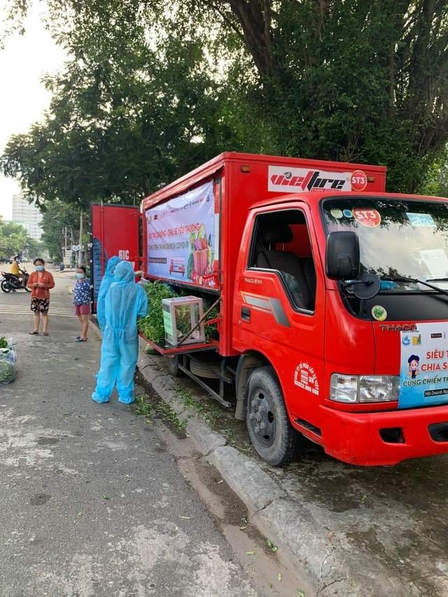 Hội Doanh nghiệp quận Bình Tân tặng 5.000 túi thuốc điều trị Covid-19 cho bệnh nhân nghèo - Ảnh 2.