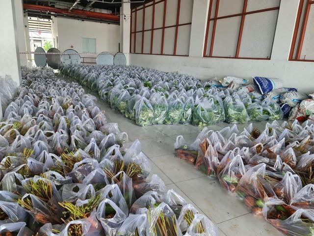 Hội Doanh nghiệp quận Bình Tân tặng 5.000 túi thuốc điều trị Covid-19 cho bệnh nhân nghèo - Ảnh 3.