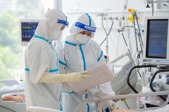 Chủ tịch nước đề nghị TP.HCM xem xét chế độ đãi ngộ 'xứng đáng' với y, bác sĩ chống dịch - Ảnh 1.