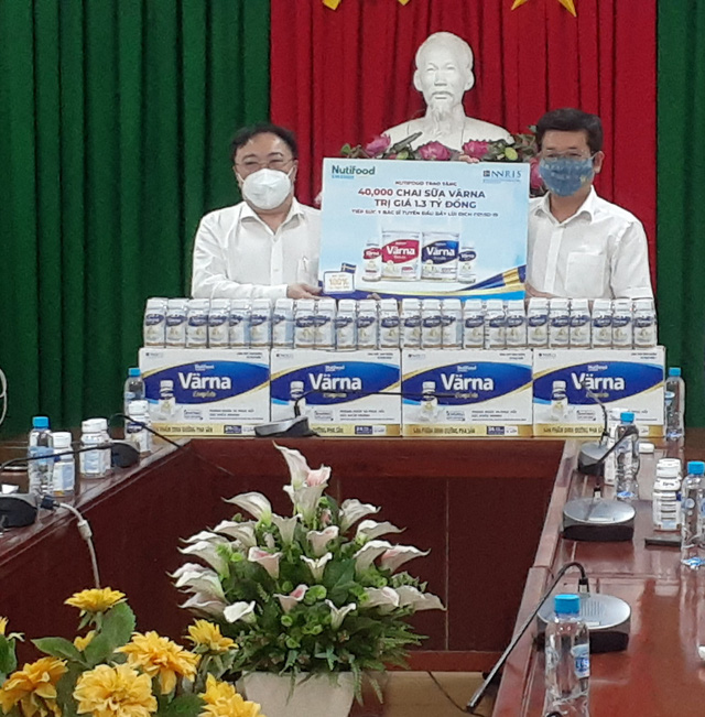 Trao tặng 40.000 chai sữa dinh dưỡng cho đội ngũ tuyến đầu chống dịch và bệnh nhân Covid-19 - Ảnh 1.