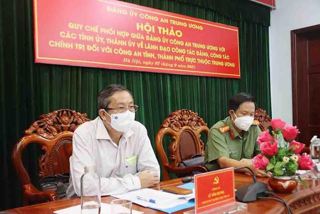 Đại tá Nguyễn Nhật Trường - Phó Bí thư Đảng ủy, Phó Giám đốc Công an tỉnh tham dự Hội thảo tại điểm cầu An Giang.