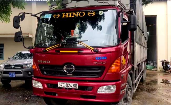 An Giang: Bắt một ô tô xe tải chở quần áo may sẵn không rõ nguồn gốc - Ảnh 1.