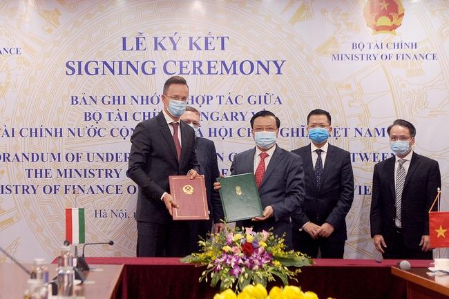 Lễ ký biên bản ghi nhớ hợp tác giữa Bộ Tài chính 2 nước Việt Nam - Hungary - Ảnh 2.