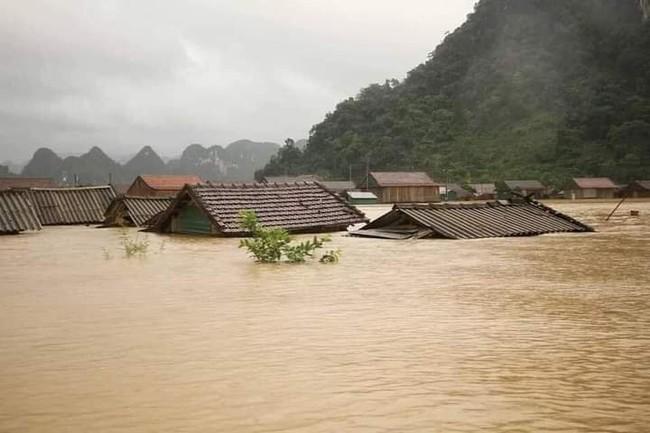Xứng đáng dòng máu Việt trong mùa bão lũ - Ảnh 1.