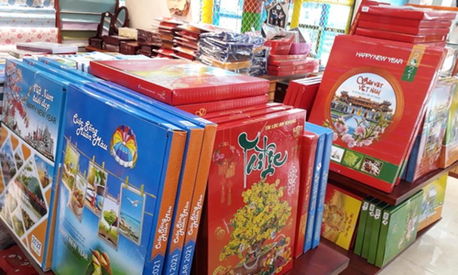 Thị trường lịch Tết Tân Sửu 'đỏ mắt' tìm khách