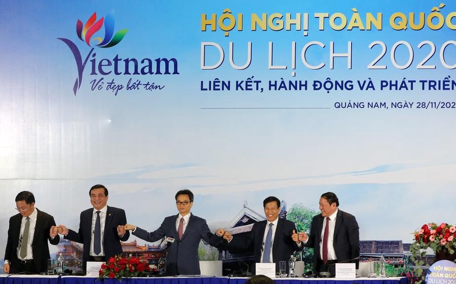 Du lịch Việt Nam: Nắm chặt tay nhau cùng hành động