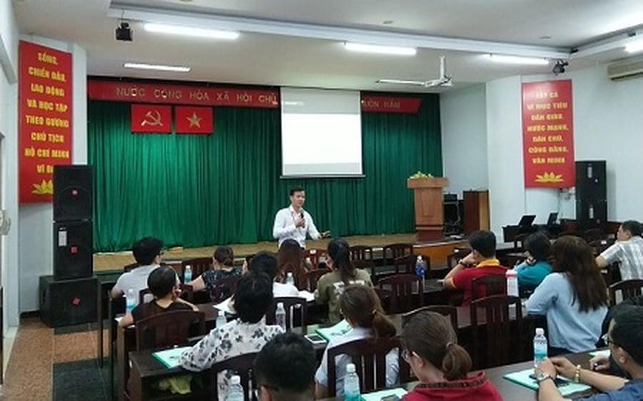 Thành phố Hồ Chí Minh:  Tập huấn kiến thức an toàn thực phẩm cho người sản xuất, chế biến tại các cơ sở bếp ăn tập thể, chế biến suất ăn sẵn