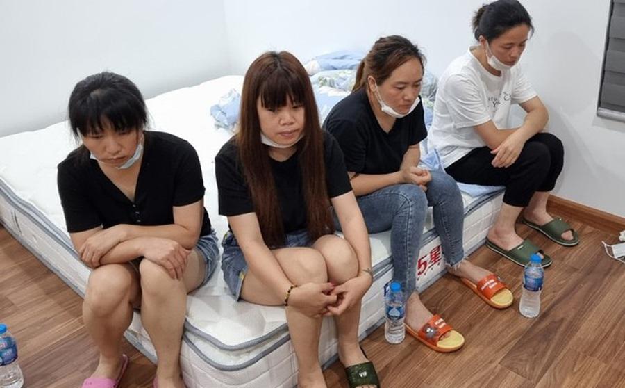 """[NÓNG] Hà Nội: Cảnh sát phá cửa nhà phát hiện 12 người Trung Quốc nhập cảnh """"chui"""" cố thủ bên trong"""